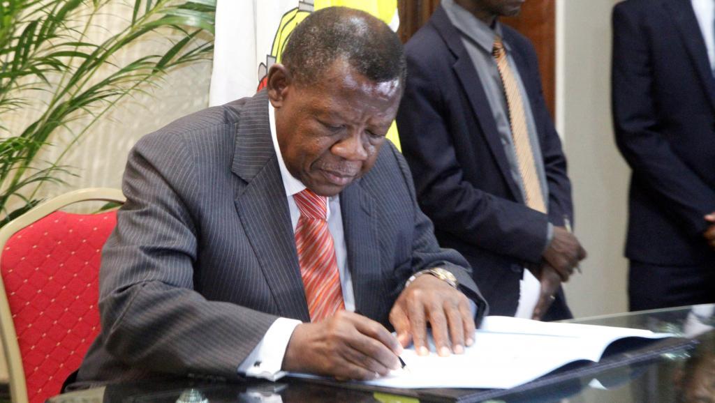 RDC : Lambert Mende écope d'un carton rouge au gouvernorat de Sankuru