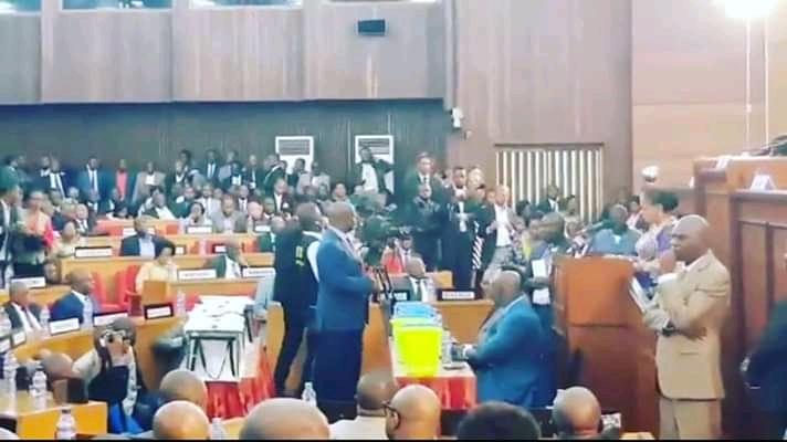 RDC : 108 sénateurs départagent Thambwe et Bahati