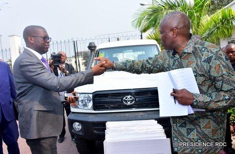 RDC : Tshisekedi remet les jeeps aux gouverneurs des provinces