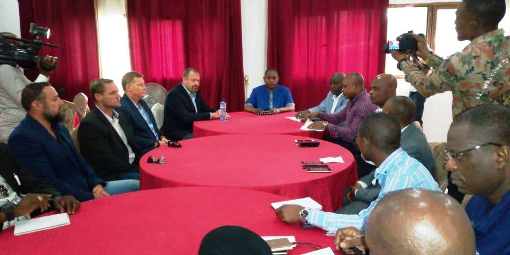 RDC-MANIEMA : Basile OLONGO rencontre les responsables de la société minière BANRO