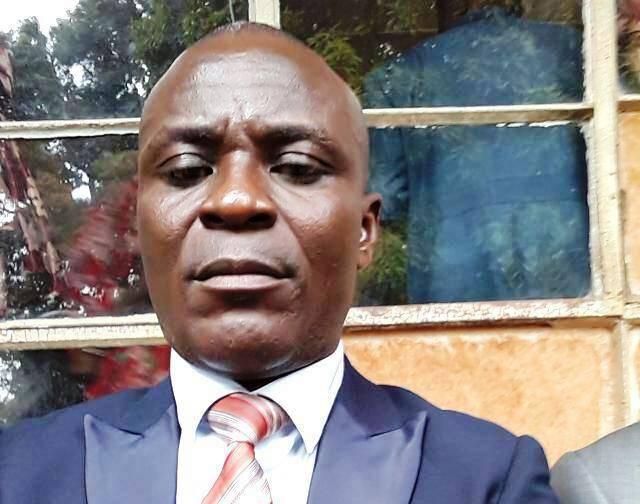 RDC-Lomami : le président de l'Assemblée provinciale Valdo Tshibangu Muakas communie avec sa base