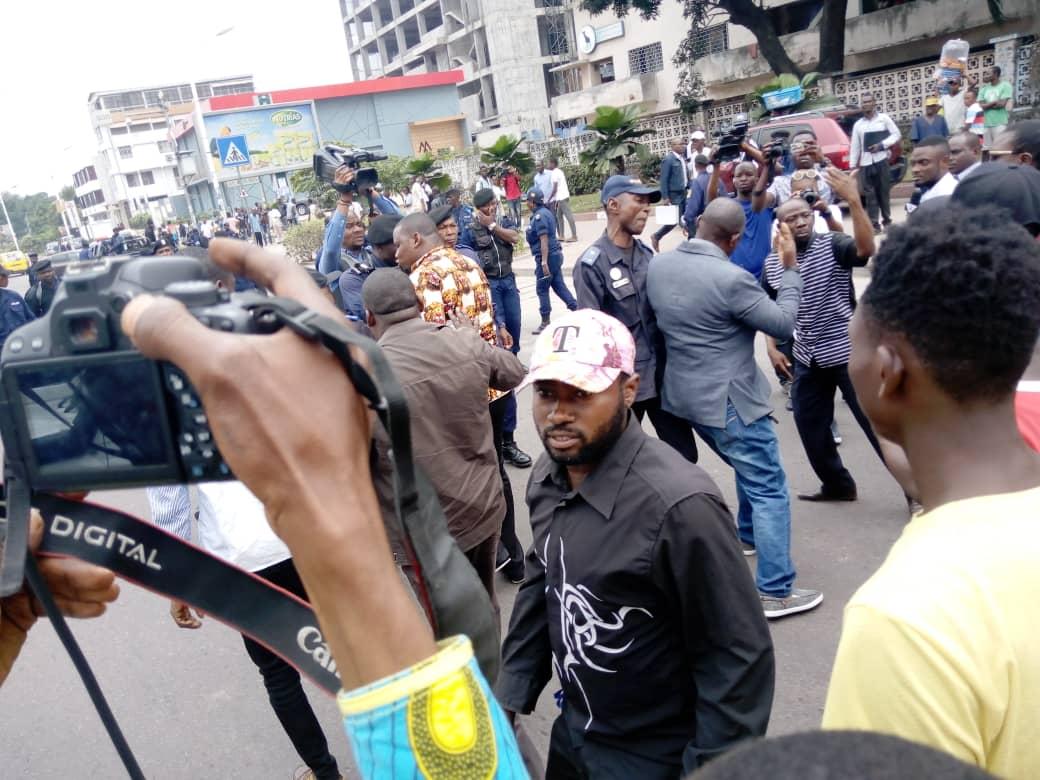 RDC: la police  disperse la marche des députés invalidés par la haute cour.