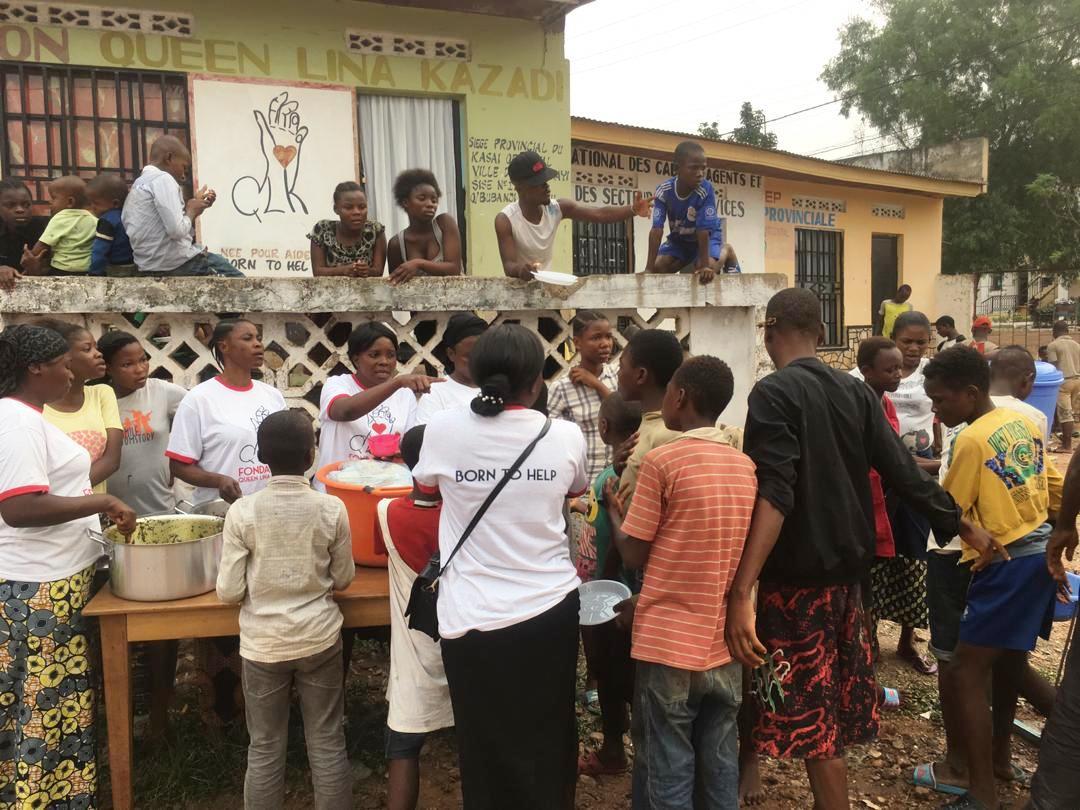 Kasaï oriental: la fondation Queen Lina Kazadi offre un repas aux vulnérables de Mbujimayi