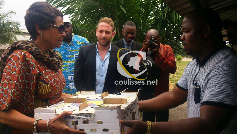 Kasaï oriental : J.Longa reçoit 1200 poussins de chair au site DAIPN