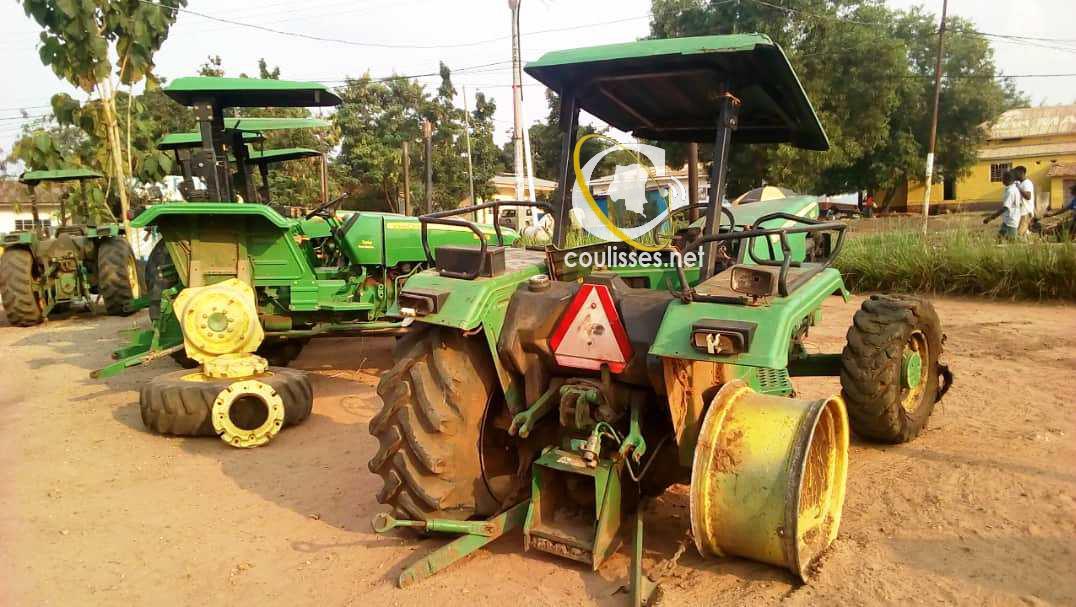 Kasaï oriental : Les destructeurs des biens de l'État restituent les tracteurs dépiecés