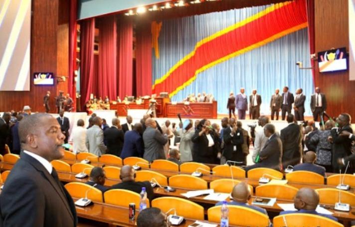 RDC- Assemblée nationale : Réhabilitation de Matubuana, deux députés brutalisent le ministre de l'intérieur