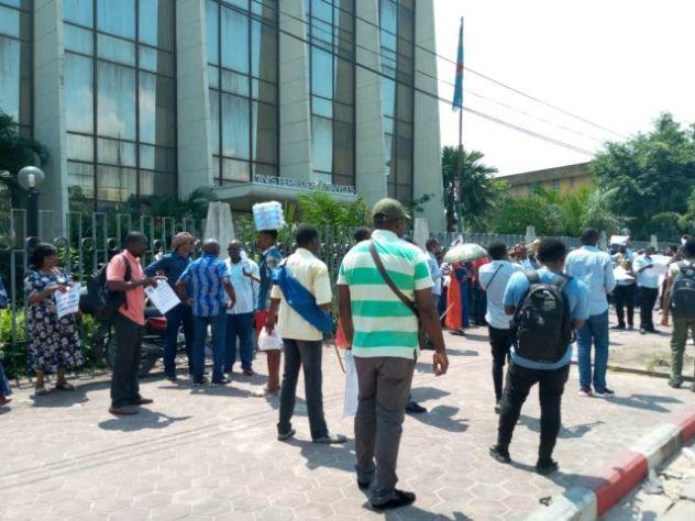 RDC : sit-in des agents CENI devant le ministère des finances