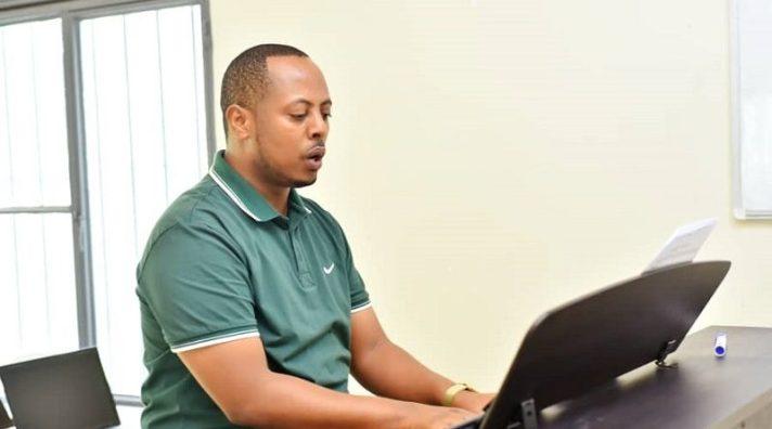 Un ministre rwandais met les politiciens congolais en garde sur la mort du chanteur Kizito Mihigo