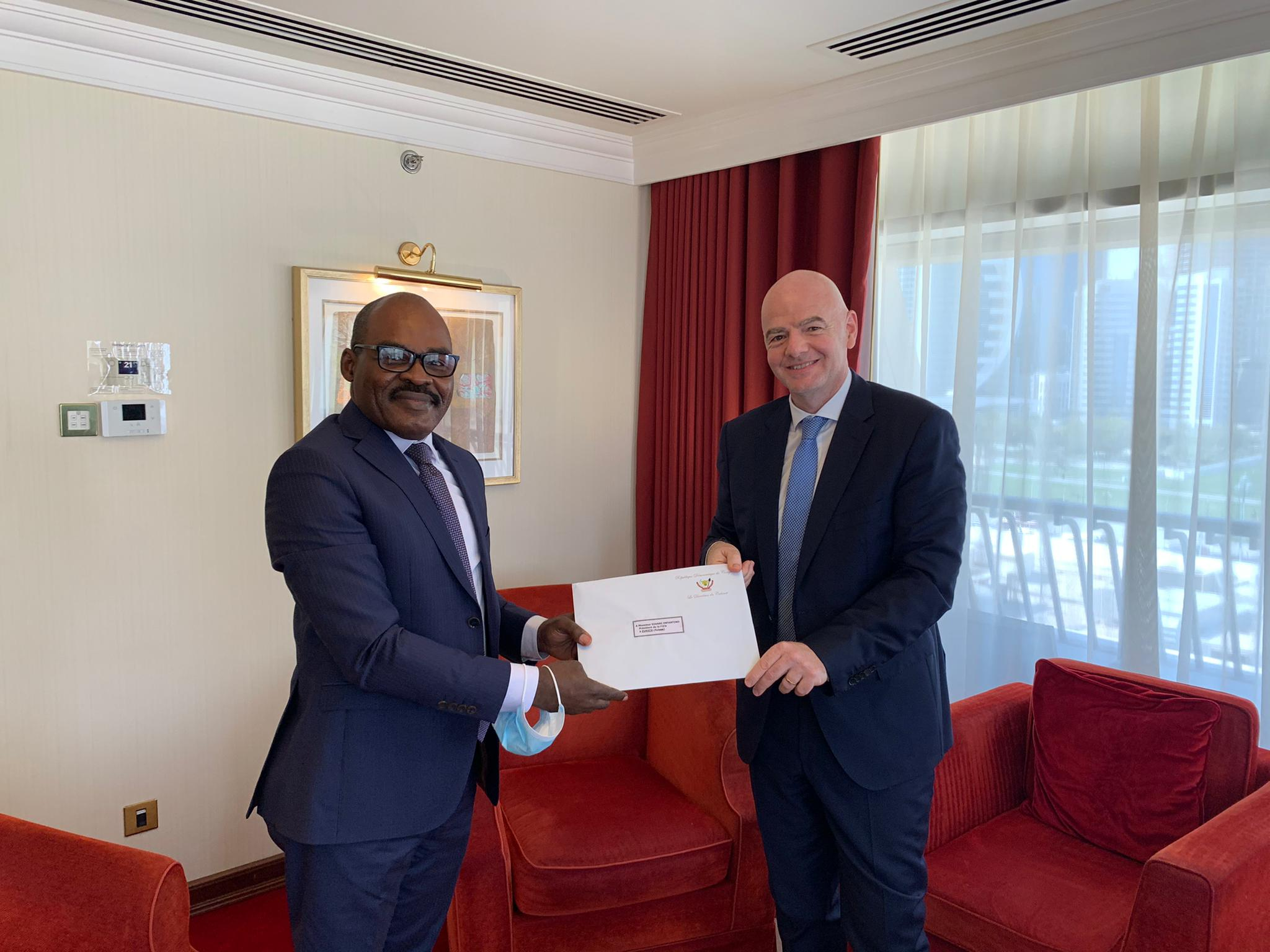 SPORTS : Envoyé de Tshisekedi, Nicolas Kazadi échange avec le président de la FIFA
