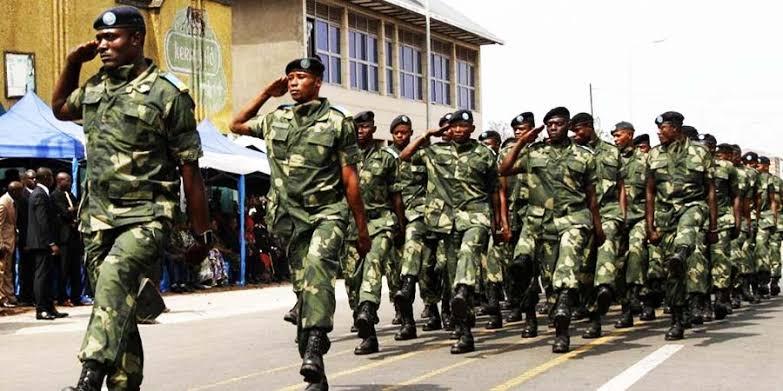 RDC-Lomami: Nous avons transféré plus de 300 nouvelles recrues vers la base Kamina pour la formation (major Jean-Pierre Kalala Ndjibu)