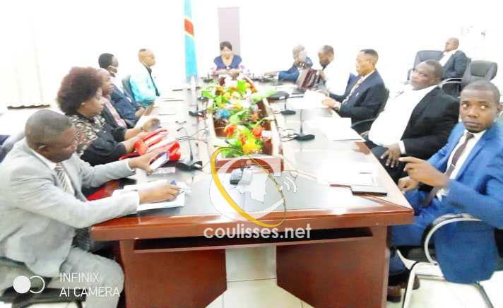Kasaï oriental : le gouverneur ad intérim, Jeannette Longa tient son premier conseil des ministres