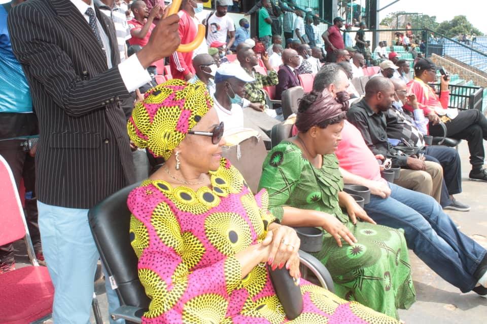 SPORTS- LINAFOOT D1: Jeannette Longa soutient Sanga Balende au stade