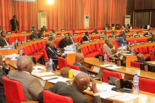 RDC: les sénateurs rejettent la demande de levée des immunités de Matata Ponyo