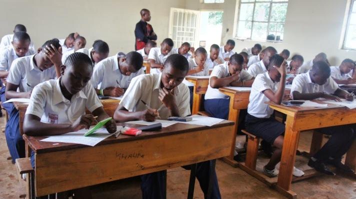 RDC-Lomami : Les finalistes du secondaire payeront 67.000fc comme frais de participation aux EXETAT