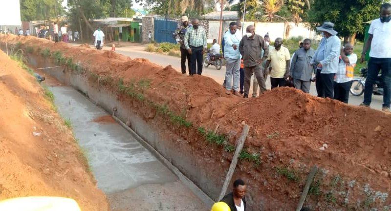 Kasaï oriental : Victor Tumba inspecte les travaux du projet TSHILEJELU