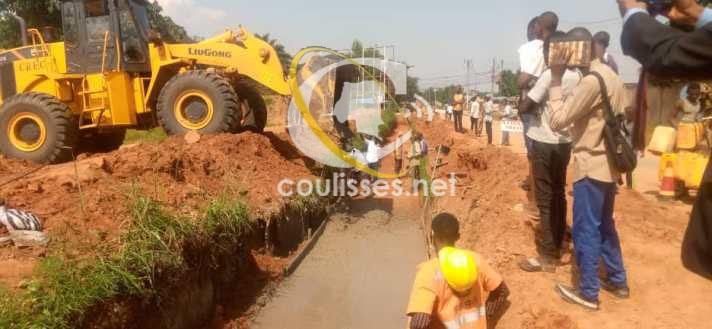 Kasaï oriental-Projet TSHILEJELU : Début du coulage de béton en fond des fouilles sur l'avenue Lusambo