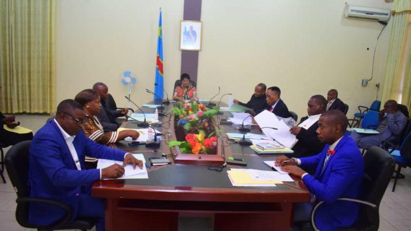 Kasaï oriental : Le gouvernement valide le projet d'éclairer les postes de péage