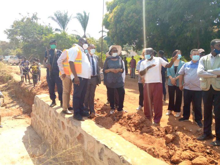 Kasaï oriental : La gouvernerneure intérimaire visite les travaux du projet TSHILEJELU