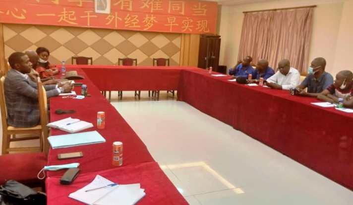 Kasaï oriental : le ministre des mines en réunion à la SACIM après l'assassinat d'un creuseur clandestin