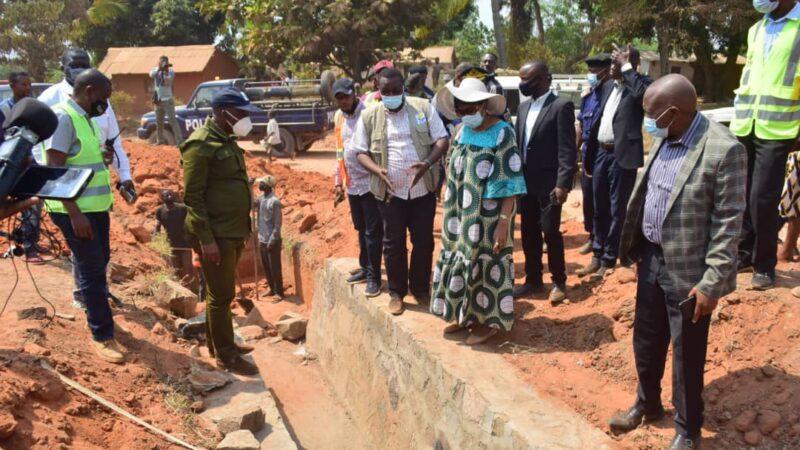 Kasaï oriental : Jeannette Longa et le DG de l'OVD visitent des chantiers à Mbujimayi et Kabeya Kamwanga