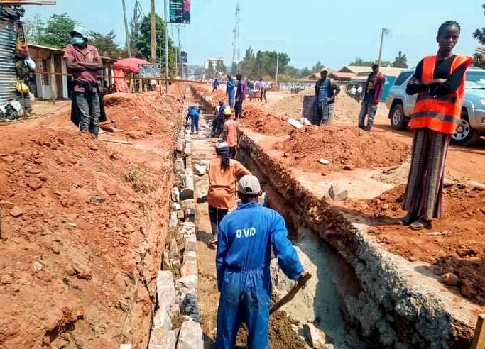 Kasaï oriental :   Projet TSHILEJELU, début des travaux des radiers sur le boulevard Laurent Désiré Kabila