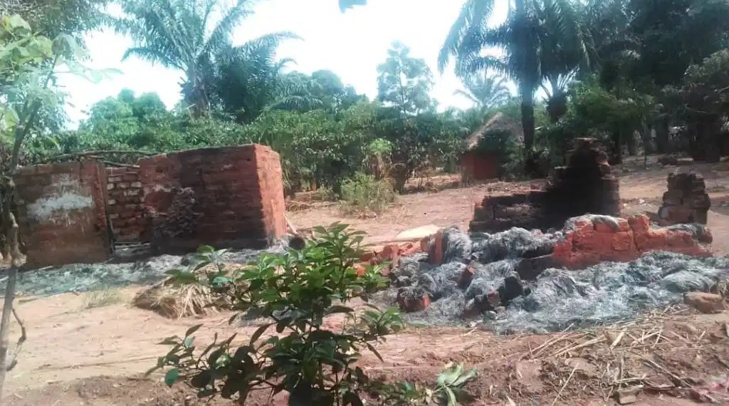 Kasaï oriental : environ 60 cases incendiées dans le territoire de Miabi, plusieurs sans abris enregistrés