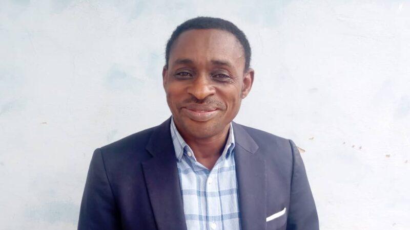 Kasaï Oriental : L'Abbé Pierre Kabamba salue les efforts du Gouvernement dans la réduction du prix des billets et fait des recommandations
