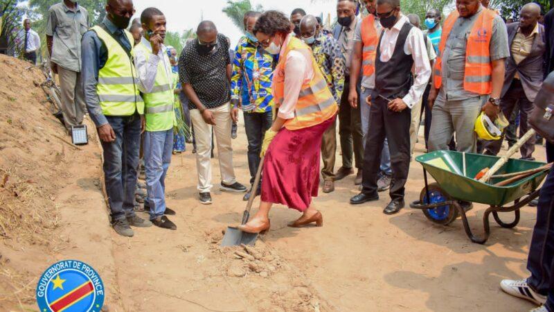 Kasaï oriental : J. Longa Lance les travaux d'entretien des routes de desserte agricole pour un coût d'environ 359 868 USD