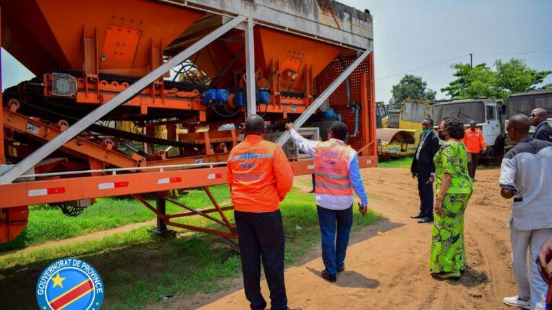Kasaï oriental : Jeannette Longa visite l'usine d'asphaltage de l'office des routes