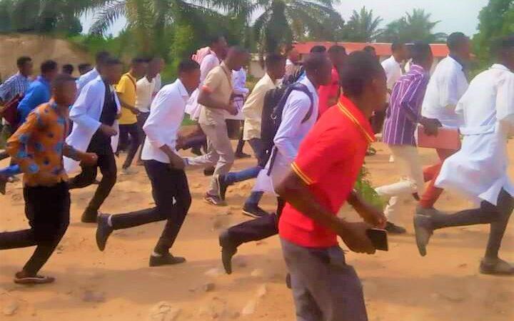RDC-Lomami: les étudiants de l'UNIKAB ont manifesté contre la fermeture de la faculté de médecine dans leur institution