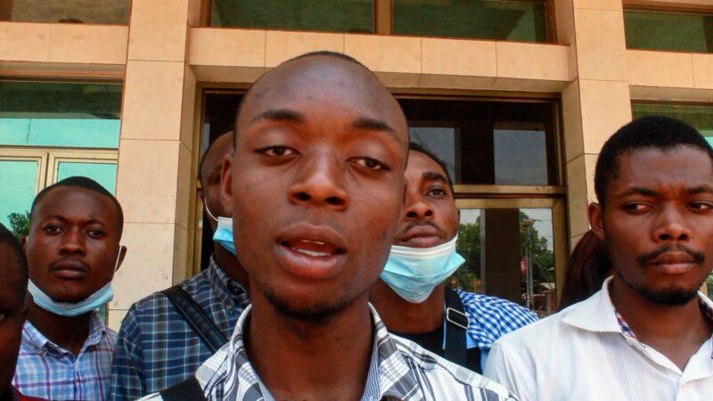 Kasaï Oriental : les étudiants de l'université de Mbujimayi invitent Jeannette Longa à sauver leur faculté de médecine