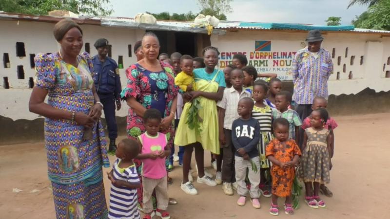 Kasaï Oriental : Jeannette Longa visite quelques orphelinats de Mbujimayi et y fait des dons