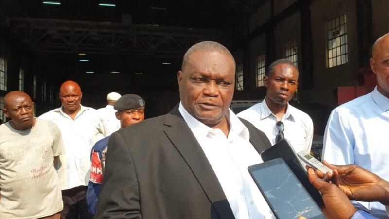 Kasaï oriental : Denis Kalombo visite la centrale hydroélectrique de Tshiala dont une machine reprend ce mardi